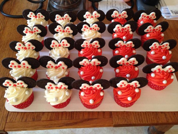 [Image: Sweet Minnie Mouse cupcakes]