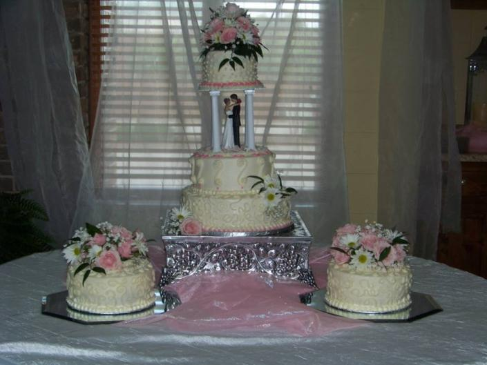 [Image: The bride and groom of this cake were very happy about the very special wedding cake arrangement!]